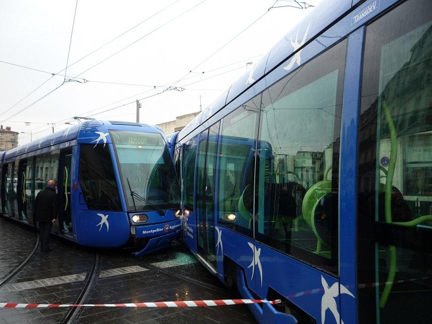 La rame 2013 a heurté la rame 2027 (photo : Louis Ferdinand le 6 avril 2012)