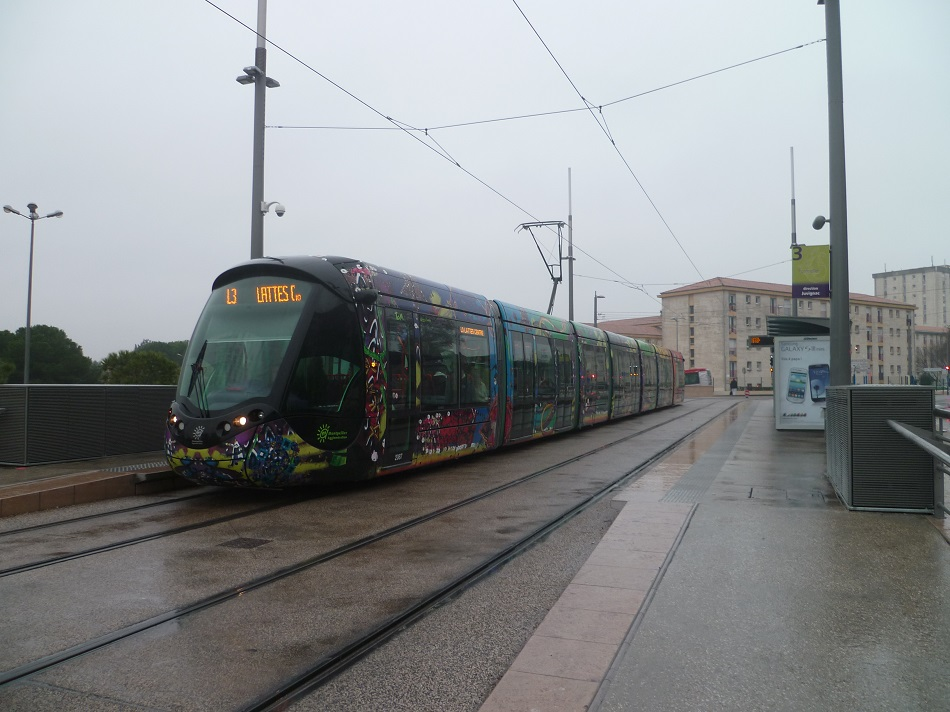 Arret de tram geant casino celleneuve