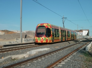 """La rame 2061 Citadis 302 Alstom passe à la hauteur de la future station """"Les Grisettes"""", le samedi 14 décembre 2013. Copyright : Edouard Paris"""
