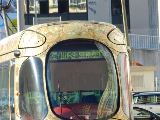 """Même en temps de circulation normale, il n'est pas rare de voir les girouettes afficher la mention """"Hors Service"""". Photo prise le lundi 12 janvier 2015. Copyright : Anje34"""
