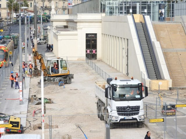 Chantier d'embellissement du nouveau parvis de la gare Saint-Roch à Montpellier, photographié le mardi 10 mars 2015. Copyright : Anje34