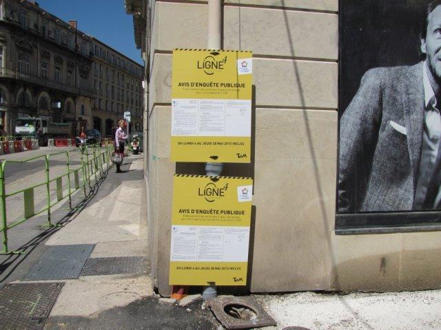 A l'angle de la rue des Balances et du boulevard du Jeu-de-Paume, un affichage made in Montpellier. Photo prise le mardi 21 avril 2015. Copyright : Edouard Paris