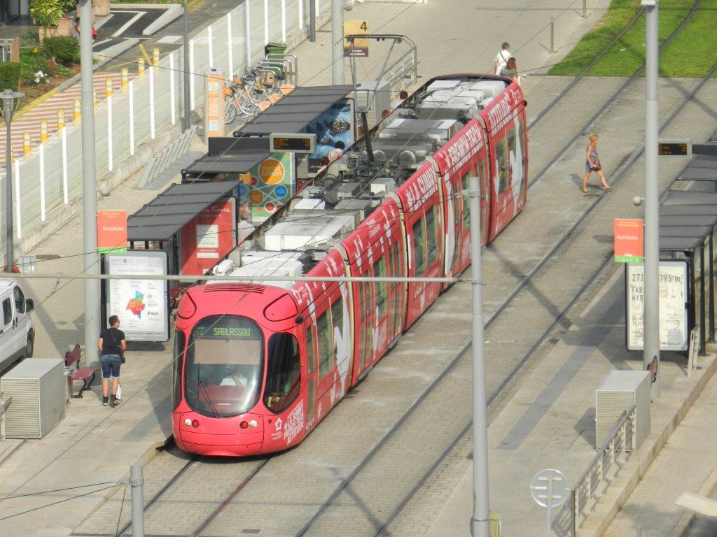 la station rondelet commune aux lignes 2 et 4 de tramway est la plus proche du parking. Black Bedroom Furniture Sets. Home Design Ideas