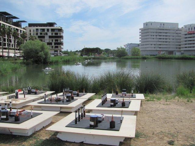 Dispositifs pyrotechniques en cours d'installation sur le bassin Jacques Cœur à Montpellier, le lundi 13 juillet 2015. Copyright : Edouard Paris
