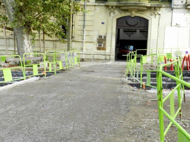 """Sur le chantier du chaînon manquant de la ligne 4 de tramway, à la hauteur du 1 boulevard du Professeur Louis-Vialleton à Montpellier, une épaisse couche de tout-venant vient de remplacer la passerelle """"Subra"""". Photo prise le jeudi 29 octobre 2015. Copyright : Anje34"""