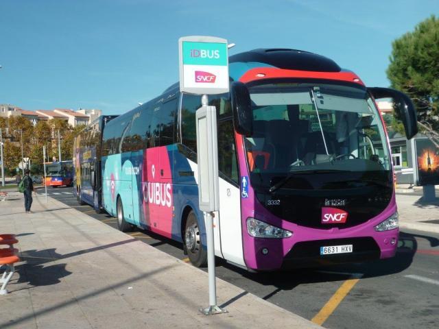 Un autocar OUIBUS de la marque Irizar, un constructeur du Pays Basque espagnol, appartenant à l'entreprise SARFA (groupe Sarbus), dont le siège est situé dans la province de Gérone, est photographié à la gare routière des Sabines à Montpellier avant son départ pour la Catalogne, le mardi 10 novembre 2015. Copyright : Edouard Paris