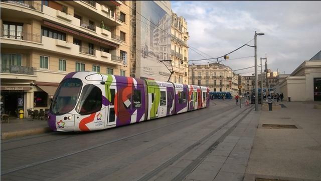 La rame 2049 Citadis 302 Alstom multilignes est photographiée rue Jules-Ferry à Montpellier, le lundi 14 décembre 2015, alors qu'elle assure le service sur l'actuelle ligne 4 de tramway. Copyright : Edouard Paris