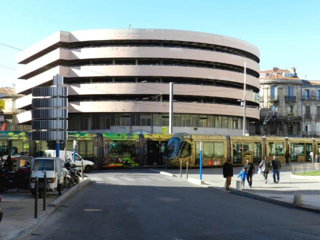 Le parking Laissac, au-dessus des halles du même nom, photographié depuis le boulevard Victor-Hugo à Montpellier, le vendredi 5 février 2016. Copyright : Anje34