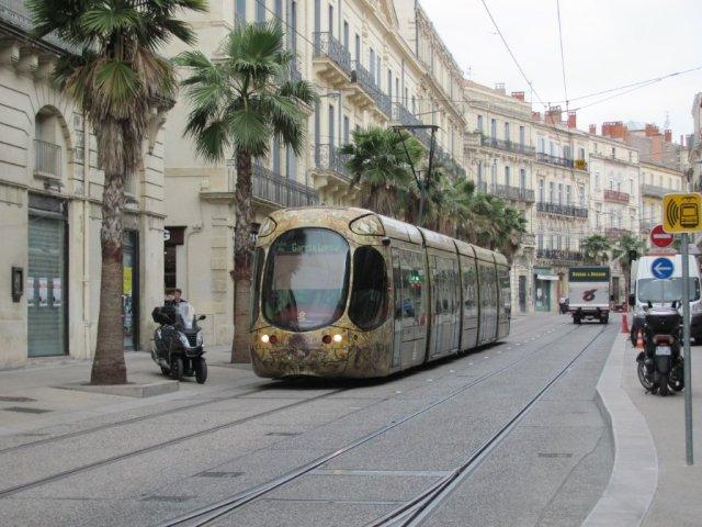 La rame 2045 Citadis 302 Alstom est photographiée sur le boulevard du Jeu-de-Paume à Montpellier, le samedi 28 mai 2016. Copyright : Edouard Paris