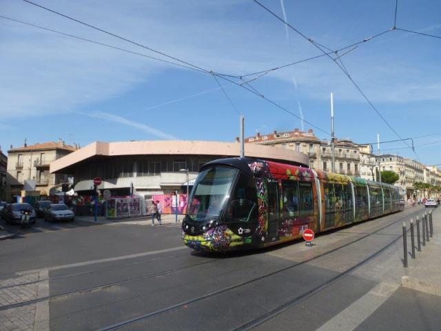 La rame 2088 Citadis 402 Alstom est photographiée sur le boulevard de l'Observatoire à Montpellier, le samedi 23 juillet 2016. Copyright : Louis Ferdinand