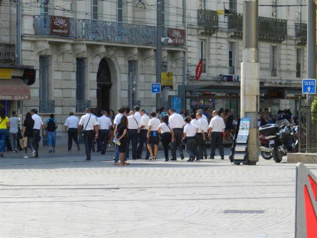 """Une nuée de contrôleurs va se poser sur le quai de la station """"Gare Saint-Roch"""" commun à la ligne 3 et à la ligne 4b, rue de la République à Montpellier, le mardi 30 août 2016. Copyright : Anje34"""