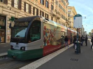 """A Rome, la rame 9119 Cityway I Fiat Ferroviaria (année 1998) est photographiée au terminus sud de la ligne 2  """"Flaminio"""", le mercredi 25 mai 2016. Copyright : MCCL"""