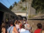 La foule sur le quai direction La Spezia en gare de Monterosso al Mare, en milieu de matinée le mardi 25 août 2009. Copyright : Edouard Paris