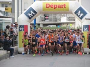 Départ de la course à pied des 10 kilomètres de Montpellier, avenue du Professeur Etienne-Antonelli, le dimanche 16 octobre 2016 à 10h00. Copyright : Edouard Paris