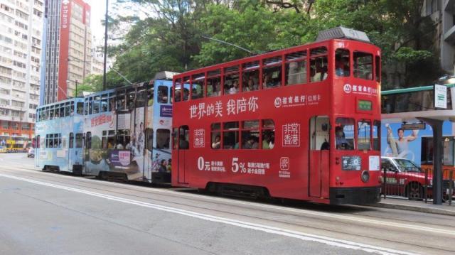 """A Hong Kong, les motrices 91, 15 et 30 sont photographiées à la hauteur de la station """"Jupiter Street"""" (36 Westbound), le jeudi 21 juillet 2016. Copyright : DS7"""
