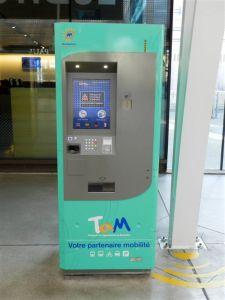 Distributeur automatique de titres de transport TaM Montpellier 3M installé au niveau supérieur de la gare Montpellier Saint-Roch, photographié le mercredi 30 novembre 2016 en milieu de matinée. Copyright : Anje34