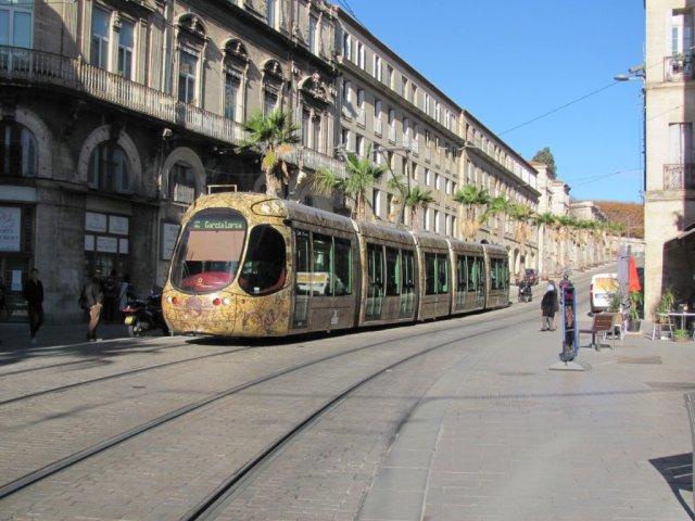Le blog tramwaydemontpellier.net à la portée des visiteurs non francophones. Le samedi 19 novembre 2016, la rame 2042 Citadis 302 Alstom est photographiée dans le bas du boulevard Ledru-Rollin dans le sens 4b. Copyright : Edouard Paris