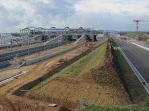La nouvelle section d'autoroute A9 à péage passera au pied de la gare TGV Montpellier Sud de France. Photo prise le samedi 26 novembre 2016. Copyright : Edouard Paris
