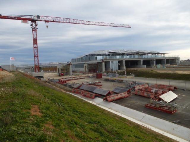 Photo de l'avancement du chantier de construction de la gare TGV Montpellier Sud de France et de celui de l'ouvrage d'art au-dessus de la future section d'autoroute A9, le dimanche 8 janvier 2017. Copyright : Michel Bozzola