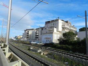 En face des Grisettes, de l'autre côté des voies du tramway, des ensembles immobiliers ont été édifiés le long de l'avenue Etienne-Méhul à Montpellier. Photo prise le samedi 4 février 2017. Copyright : Anje34