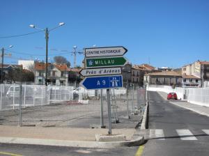 En sortant du parking Saint-Roch, l'automobiliste a le choix entre rejoindre l'avenue de Maurin à droite et le boulevard Vieussens à gauche. Photo prise le samedi 25 février 2017. Copyright : Anje34
