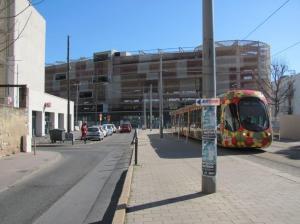 Rue Catalan à Montpellier, à quelques mètres de la rue Albert-Leenhardt à gauche, aucun panneau n'indique la direction du parking Saint-Roch. Photo prise le samedi 25 février 2017. Copyright : Edouard Paris
