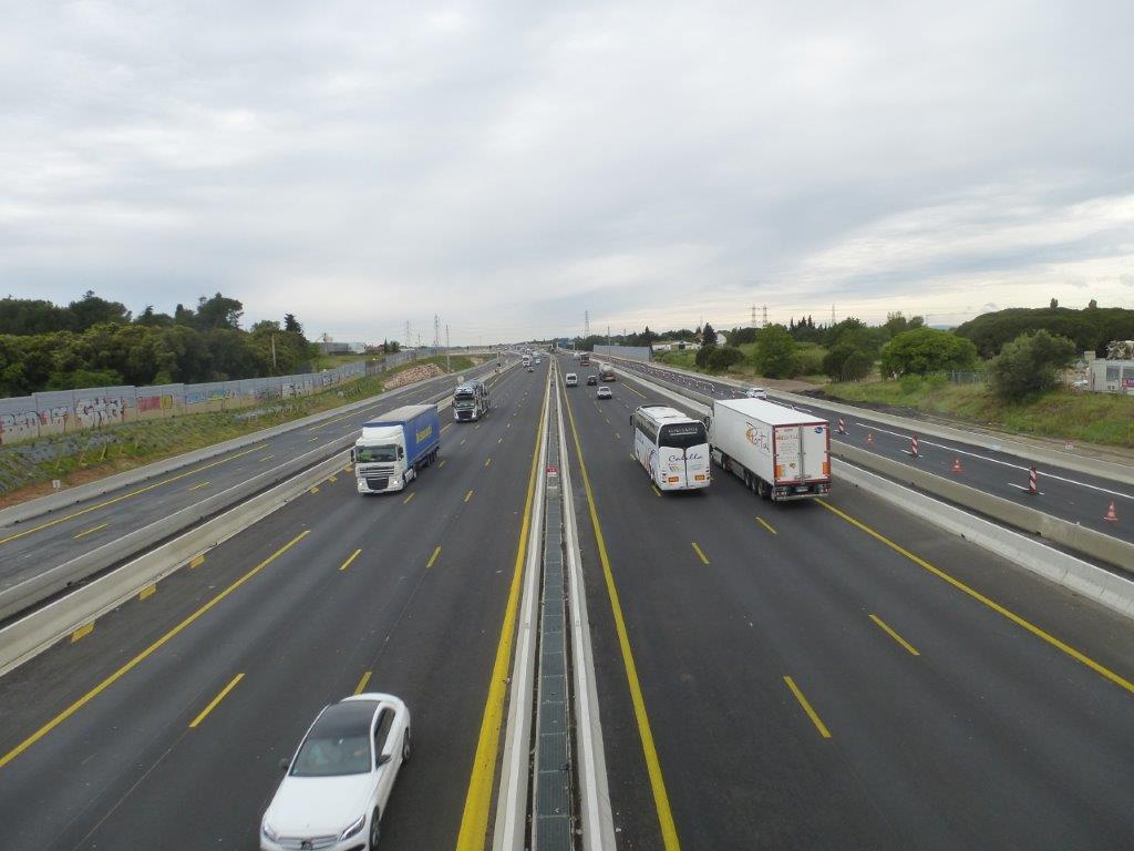 Photographie des voies de la nouvelle section d autoroute for Garage sete route de montpellier