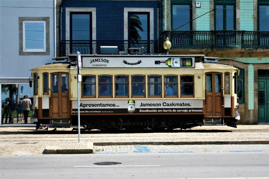 31 mai 2017 porto la vitesse de l escargot tramway de montpellier. Black Bedroom Furniture Sets. Home Design Ideas