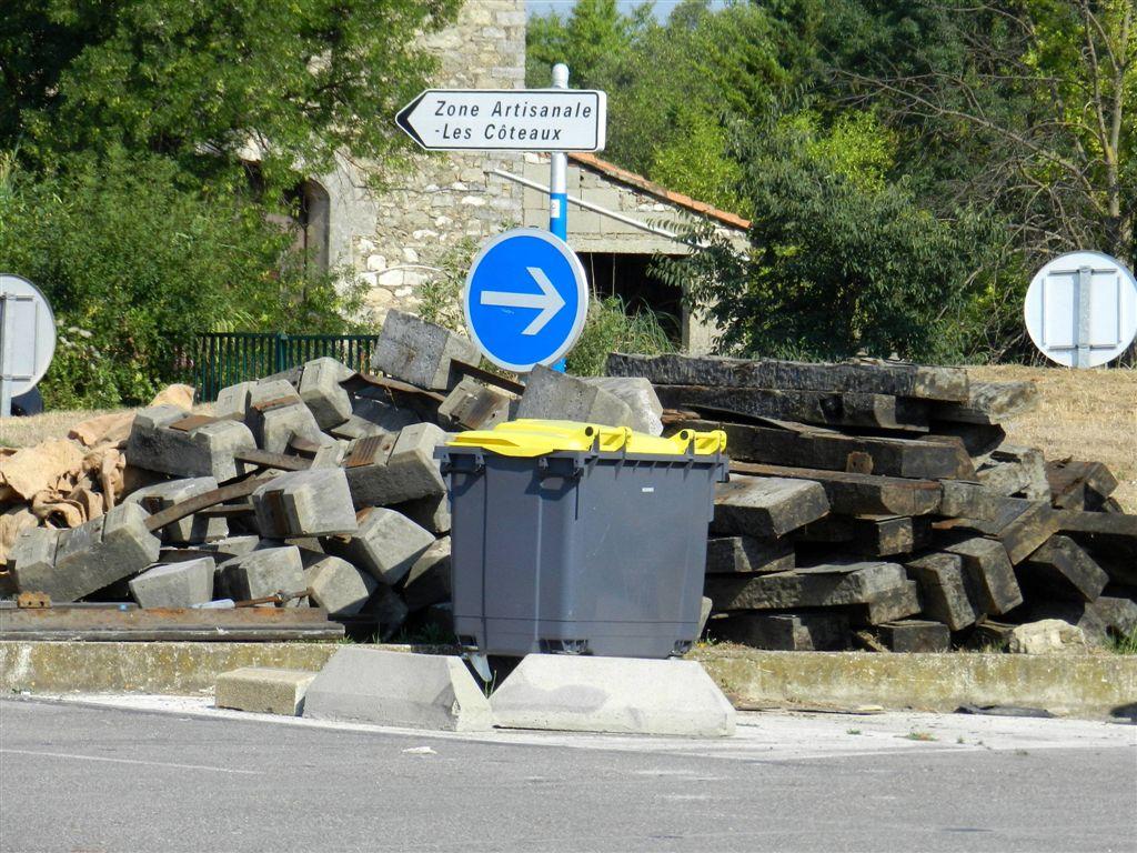 Nouvelle d charge sauvage la hauteur du passage niveau for Garage sete route de montpellier