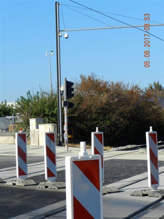 signalisation tramway install e au carrefour de la ligne 2. Black Bedroom Furniture Sets. Home Design Ideas